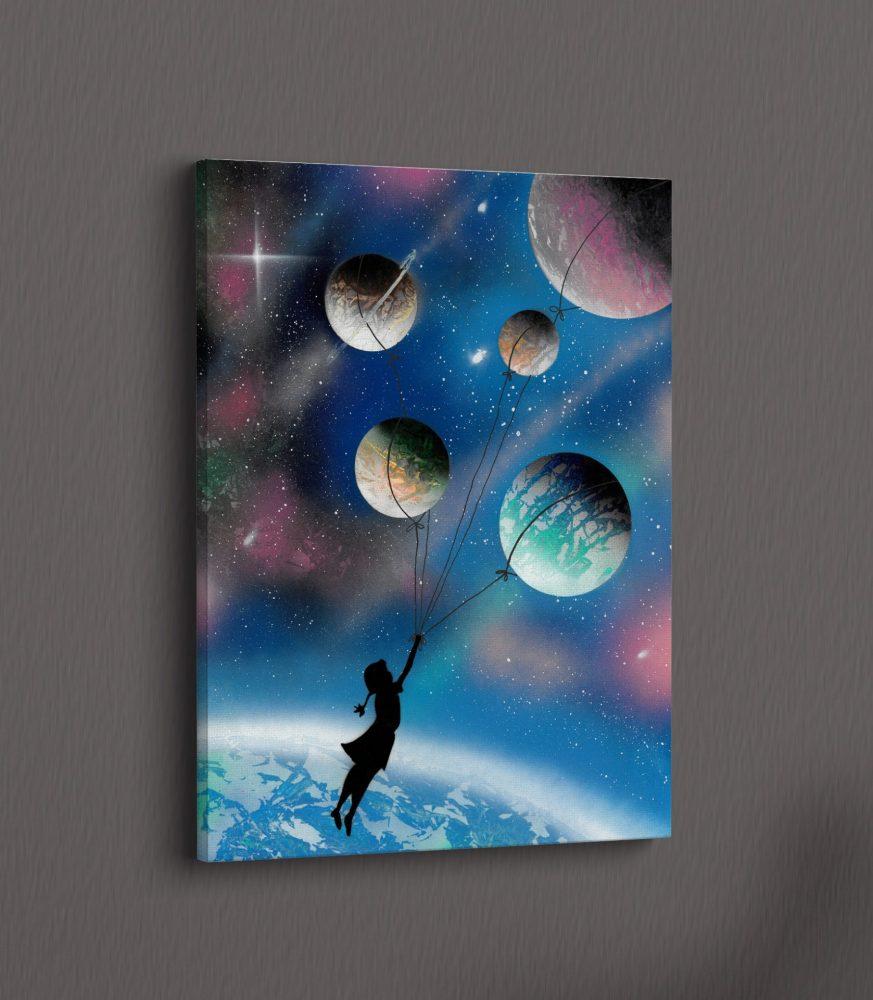 Tela su muro grigio- Fuga per un sogno infinito- Bimba trascinata dai pianeti nell'universo- Wolf Art