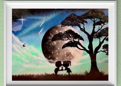 Bambocci Dolci- Bambini che si scambiano bacio davanti la luna, pianeta, albero- Wolf Art- Spray Paint Art