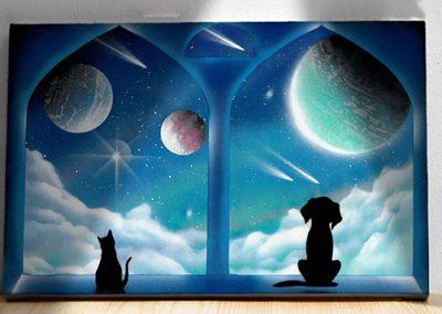 Le finestre delle meraviglie- Coppia di cane e gatto che guardano insieme dalla finestra pianeti e stelle, colore azzurro. WOlf Art