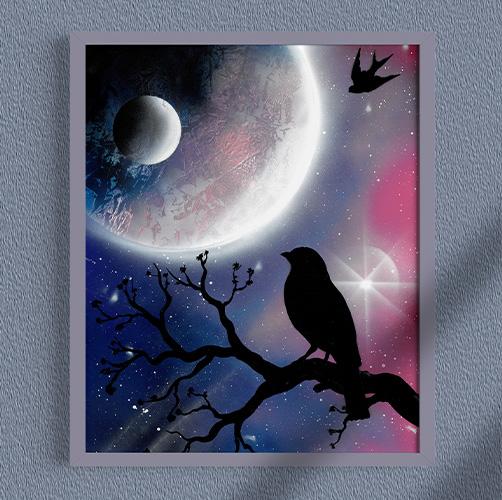 Merlo pensatore. Merlo appoggiato su un ramo guardando la luna, paesaggio notturno- Wolf Art