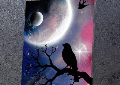 Merlo Pensatore- Merlo appoggiato su ramo che guarda pianeta, paesaggio notturno- Wolf Art