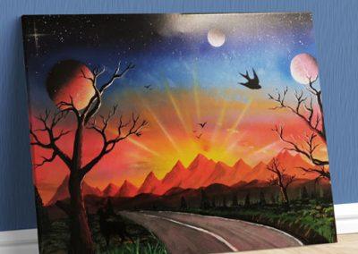 Strada Per Il Tramonto- Sentiero che si avvia verso il tramonto con prato, alberi, monti e pianeti- Wolf Art